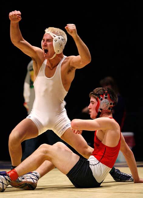 Fremont's Trae Bennett celebrates his championship win over Weber ...: trenthead.com/2009/02/assignment-state-wrestling-championships