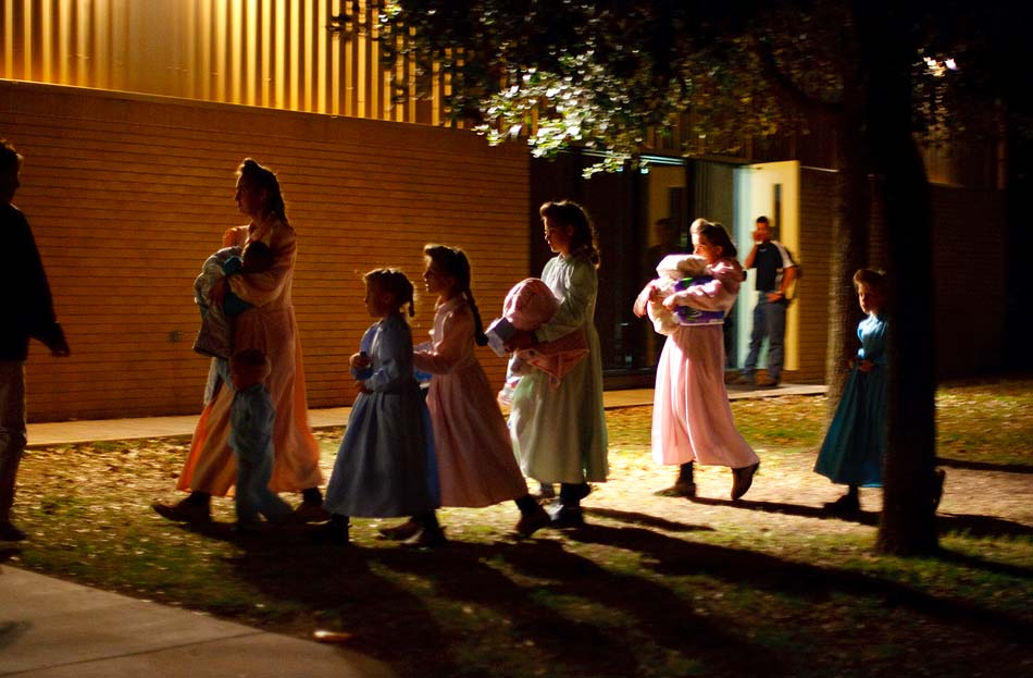 raid on polygamy first place photo essay spj eldorado texas in 2008 child protective services cps